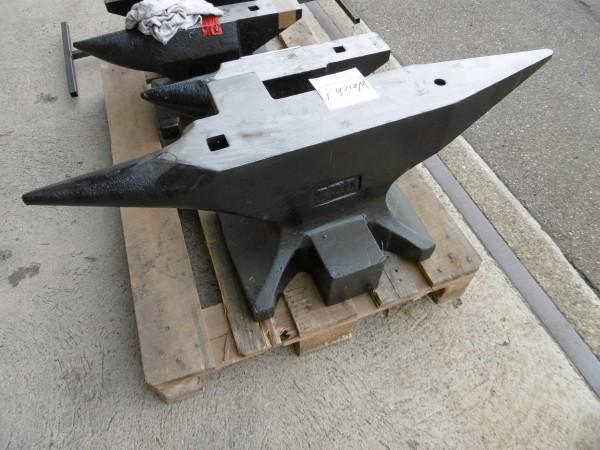 Schnäppchen Amboss schweizer Form 220 kg, weich